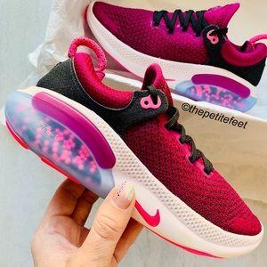 NWT Nike Joyride Run Flyknit sneakers shoes